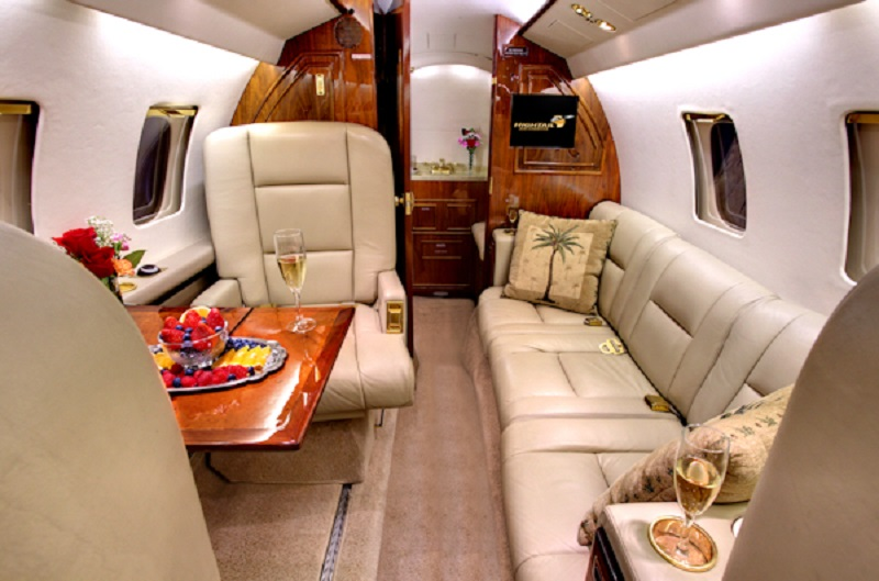 интерьер Beechcraft Hawker 700